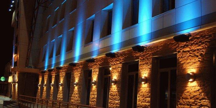 Подсветка зданий и обслуживание оборудования