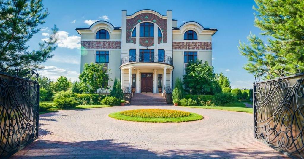Самый дорогой дом на Рублевке оценили в 35 миллионов долларов